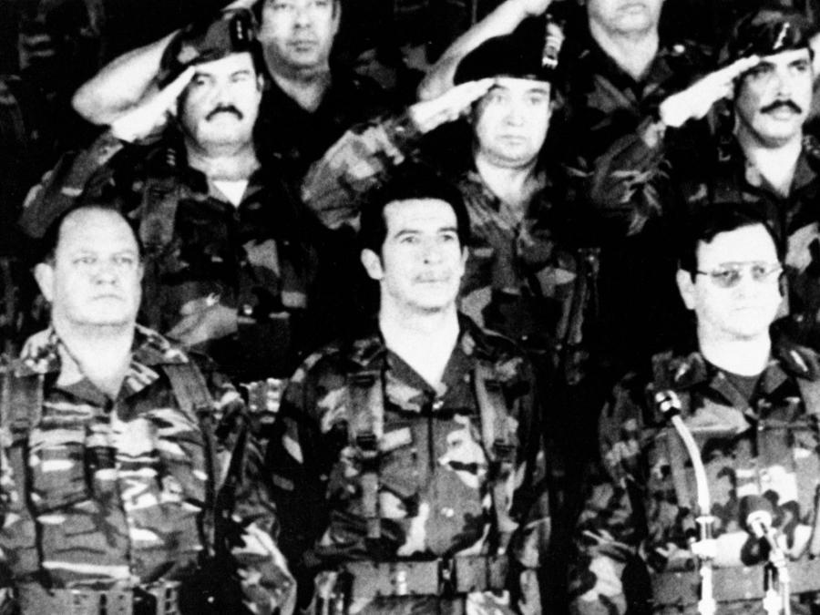 Efrain Rios Montt, al centro, en su época como presidente, en una ceremonia en la Ciudad de Guatemala, celebrando el aniversario de su golpe de estado, en esta foto de archivo del 24 de marzo de 1983.