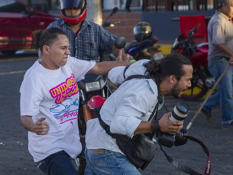 Agresión al periodista Alfredo Zuniga el miércoles en Managua (Nicaragua).