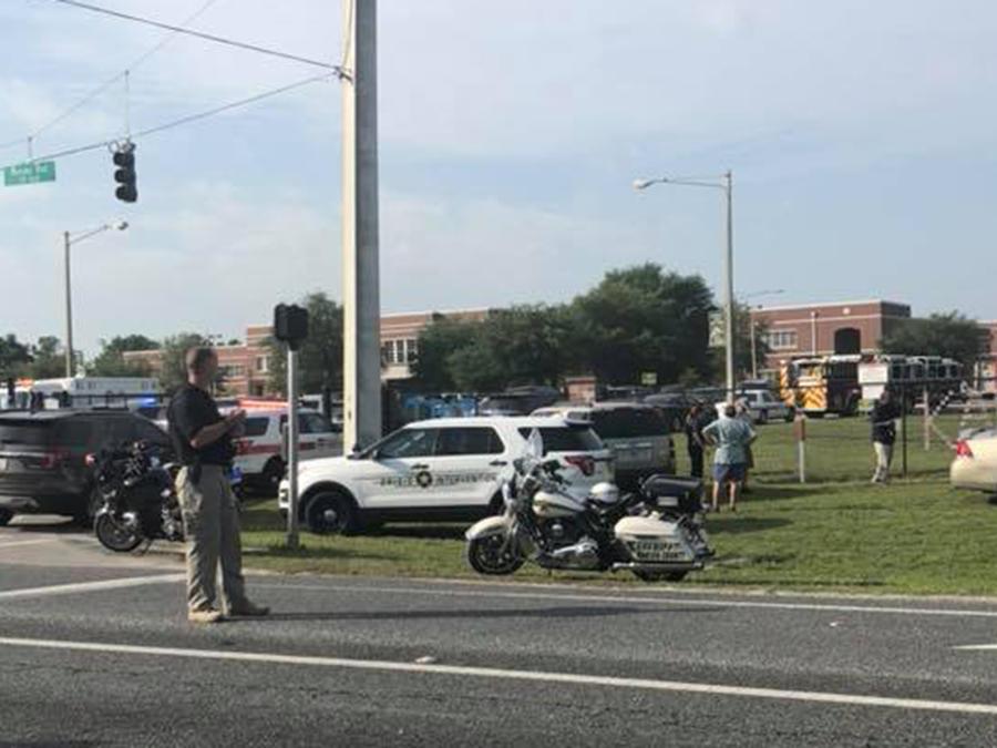 Policía acude al tiroteo en una escuela en Ocala, Florida el 20 de abril de 2018