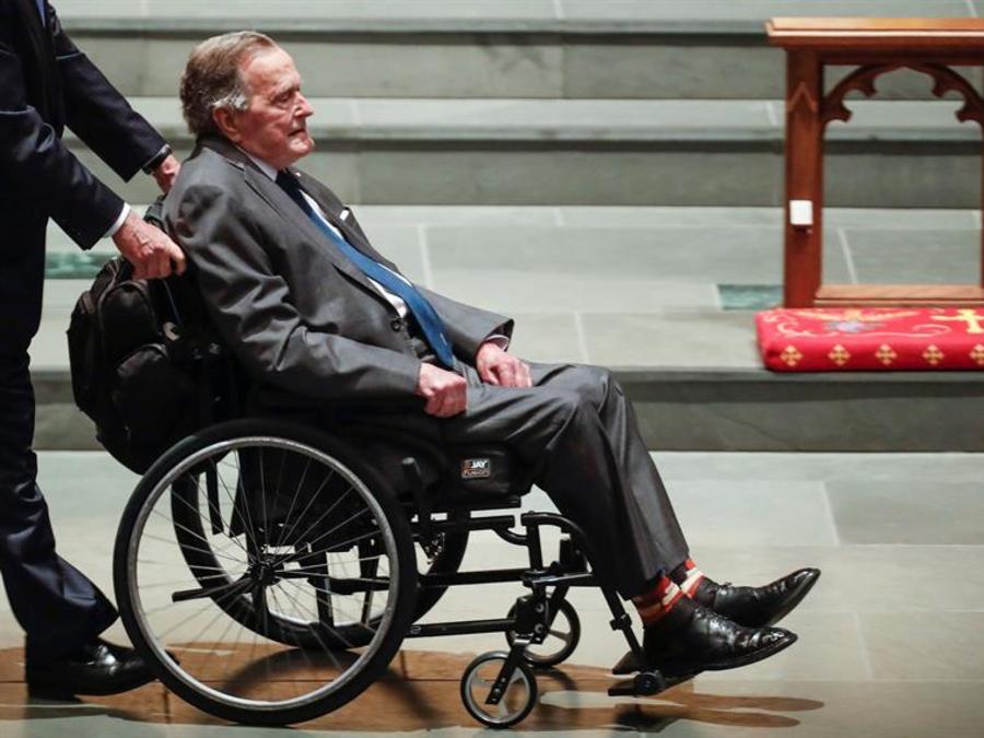 El expresidente George Bush durante el funeral de su esposa, 21 de abril 2018
