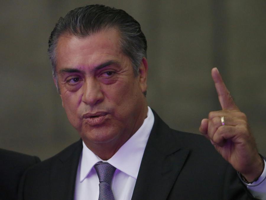 El candidato independiente Jaime Rodríguez, known, El Bronco, al llegar al primer debate presidencial en la Ciudad de México, el domingo.