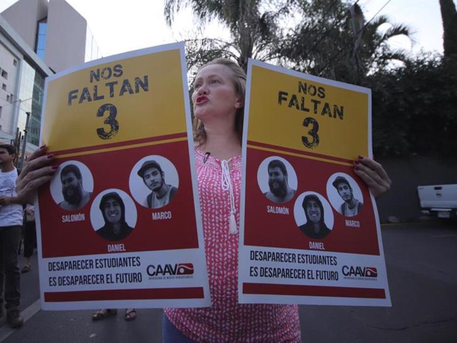 Marcha protesta de cientos de estudiantes, celebrada en marzo, por la desaparición de los tres estudiantes, que la Fiscalía confirmó que fueron asesinados.