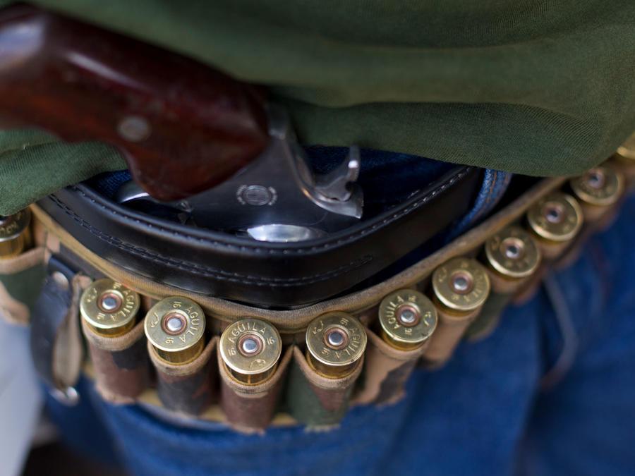 Balas en el cinturón de una persona en Guerrero, México, en una imagen de archivo