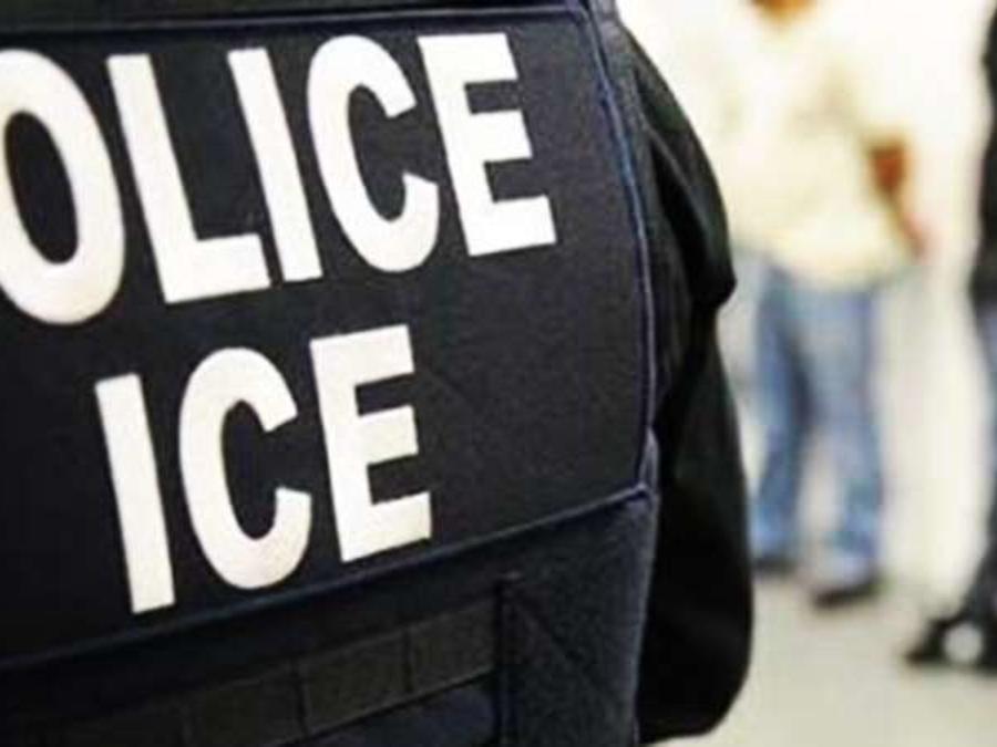 Los agentes de ICE no pueden detener a una persona sólo por hablar español.