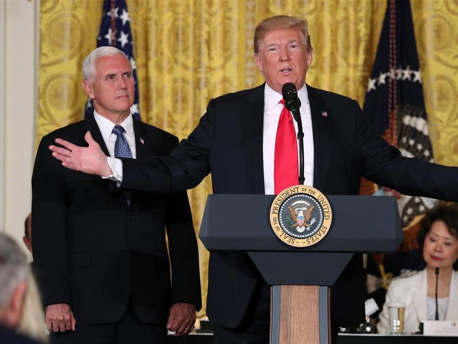 El presidente Donald Trump en una reunión con el vicepresidente Mike Pence en la Casa Blanca en Washington, el 18 de junio de 2018.