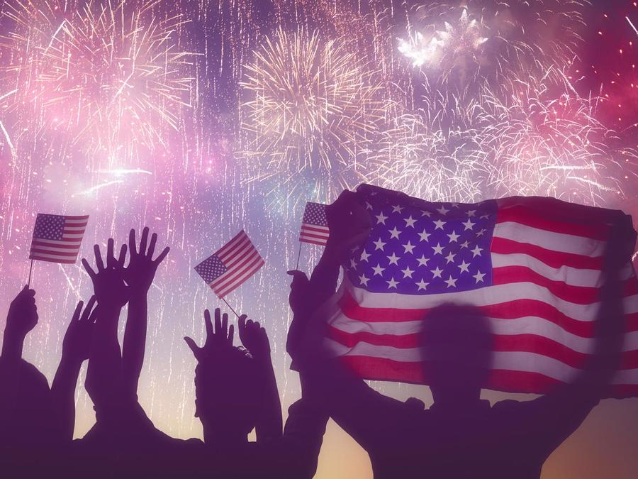 Personas celebrando el 4 de julio