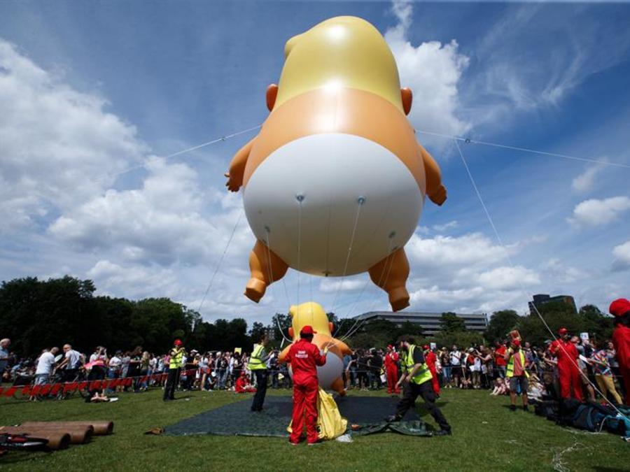 Globo que representa un bebé Trunmp en pañales en nuevas protestas contra Trump ahora en Escocia
