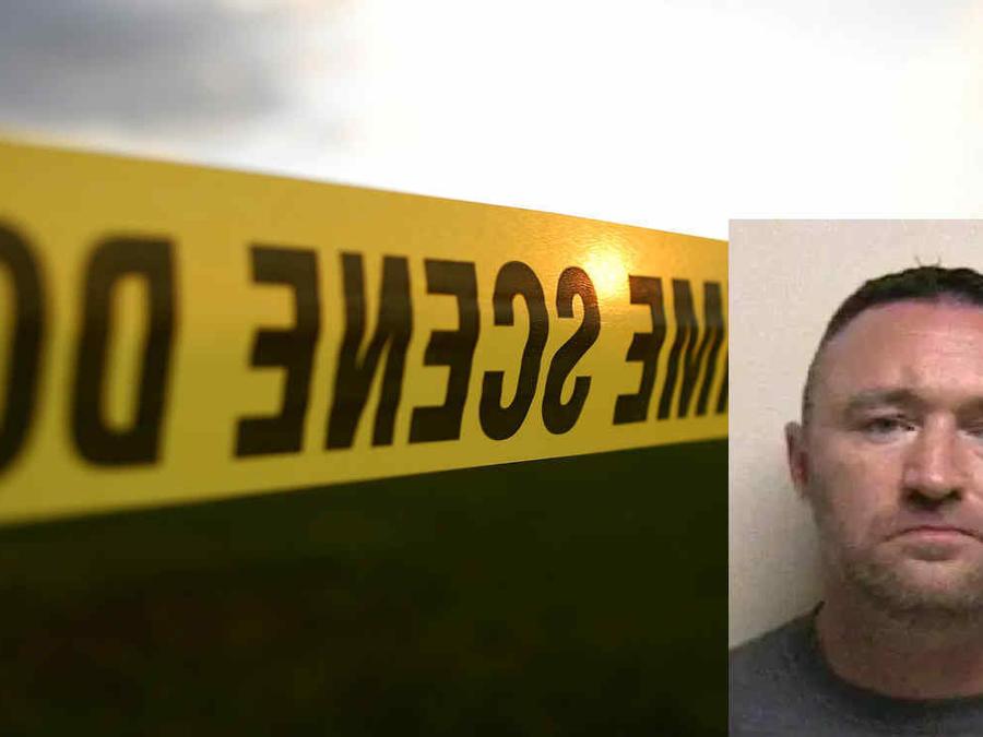 Imagen de archivo de un cordón policial. A la derecha, Jerred Martin Loftus.