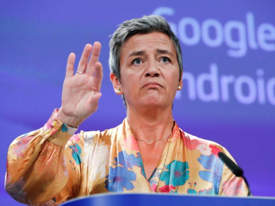 La comisaria europea de Competencia, Margrethe Vestager, este miércoles anuncia la multa millonaria contra Google en Bruselas.