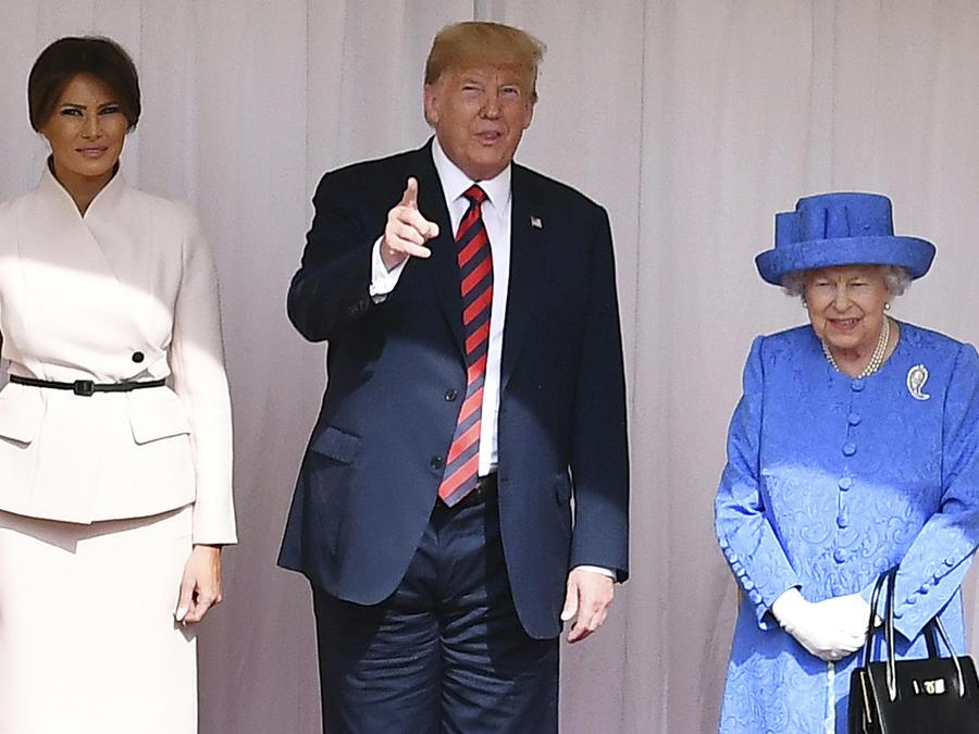 Donald Trump y Melania con la reina Isabel de Inglaterra