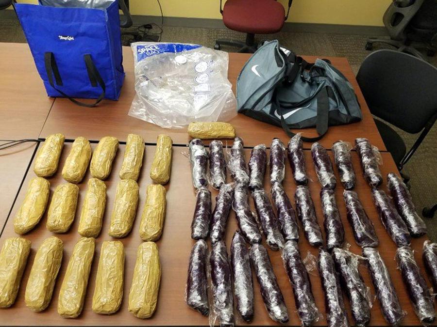 En la imagen, cedida por el FBI, se muestra mercancía decomisada a varios cárteles de la droga en México.