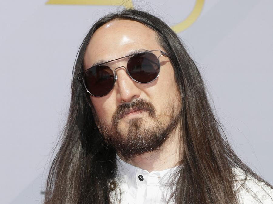 Steve Aoki wearing sunglasses
