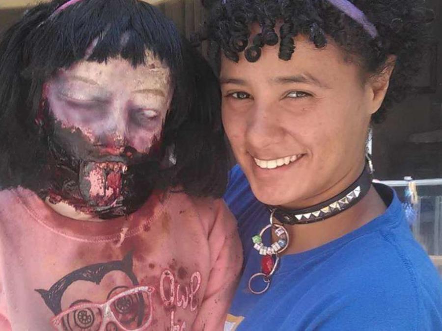 """Contraerá matrimonio con """"Kelly"""", una muñeca zombie"""