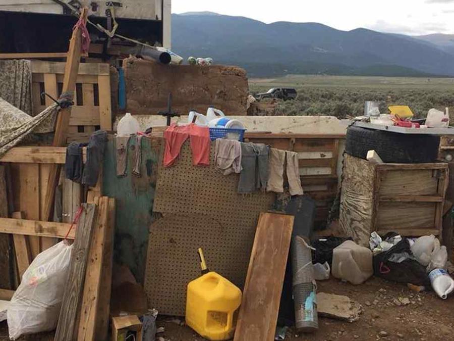 El campamento en una zona rural de Nuevo México, donde 11 niños fueron encontrados esta semana. Foto: Oficina del Sheriff del Condado de Taos