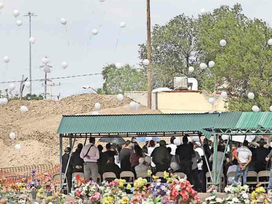 El servicio funeral concluyó y con el dolor causado por la ausencia del menor, la familia se retiró a descansar tras vivir días intensos y momentos desgastantes. Foto: El Diario de Juárez