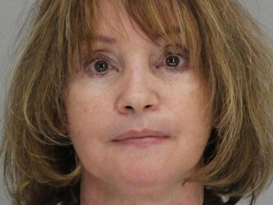 La policía de Mesquite, Texas, arrestó a Rebecca Anderson, de 60 años de edad, por maltratar a varios niños en Becky's Home Child Care, una guardería que ella dirigía desde su casa.