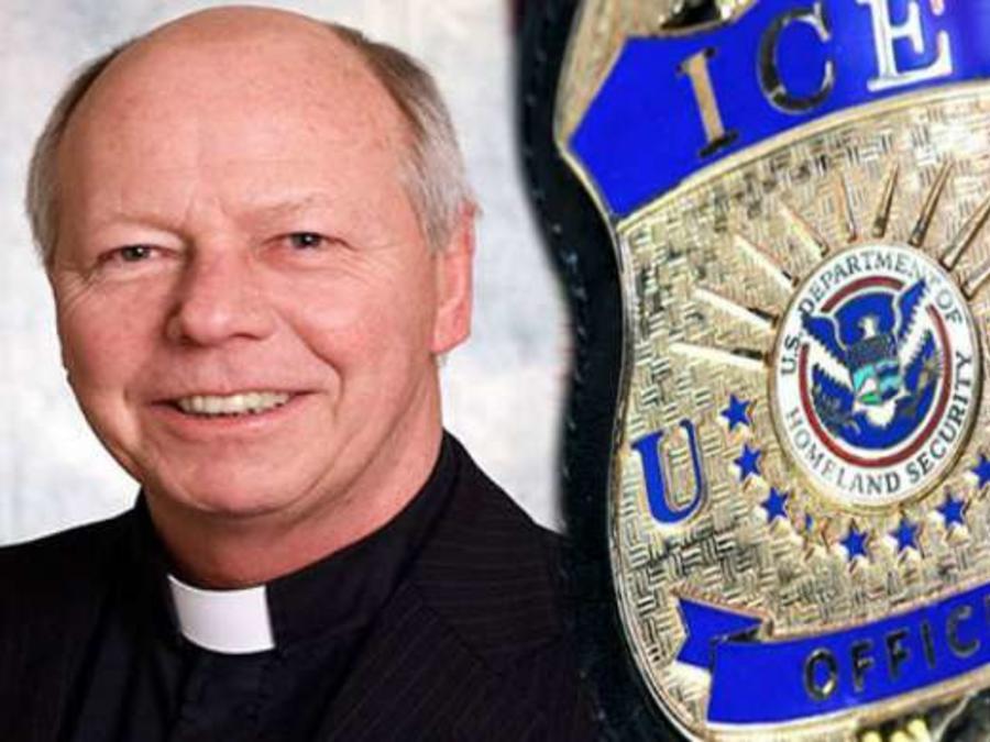 El ex sacerdote está considerando autodeportarse.
