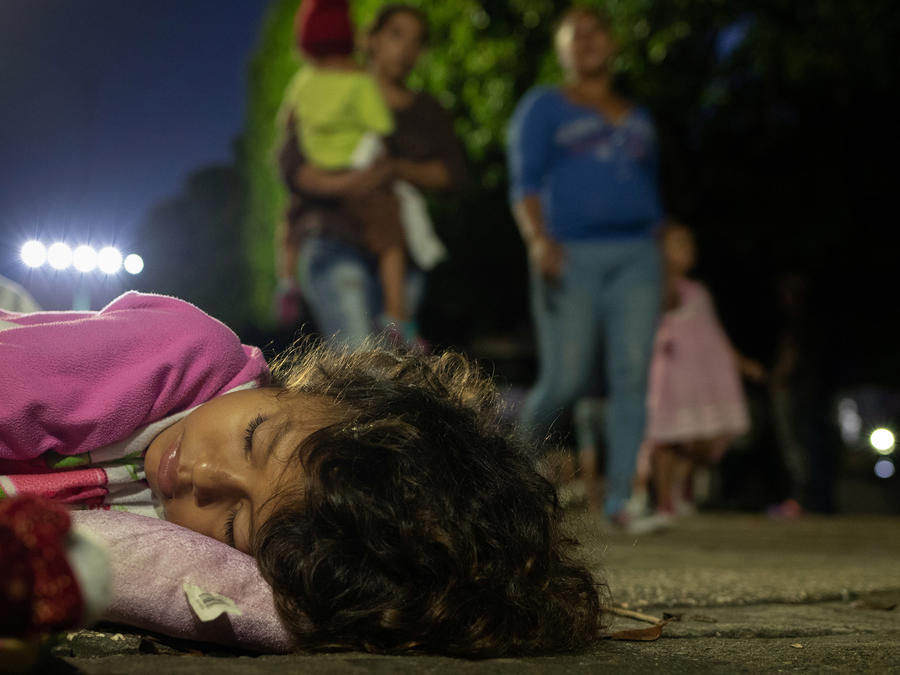 Inmigrantes de la caravana, en Tapachula (México) este lunes.
