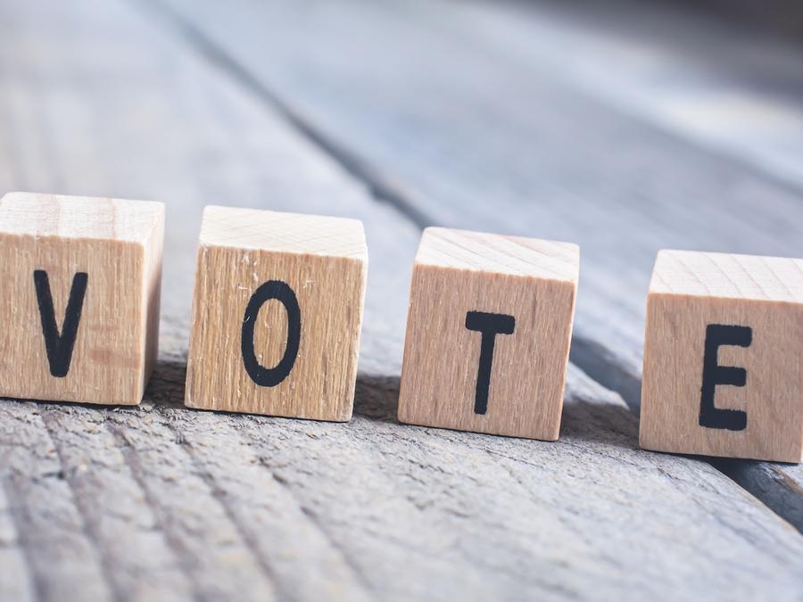 Palabra votar en cubos