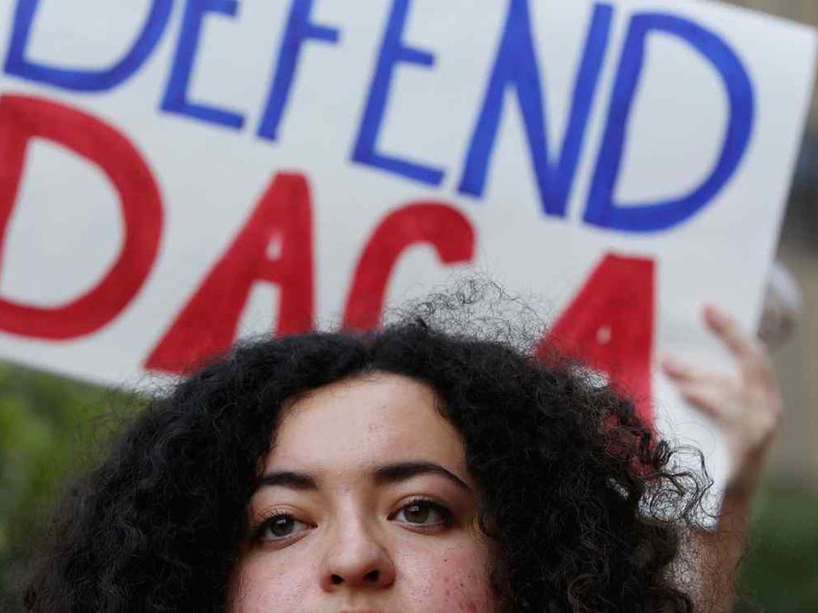 Manifestante en protesta a favor de DACA en Los Angeles el viernes 1 de septiembre del 2017.