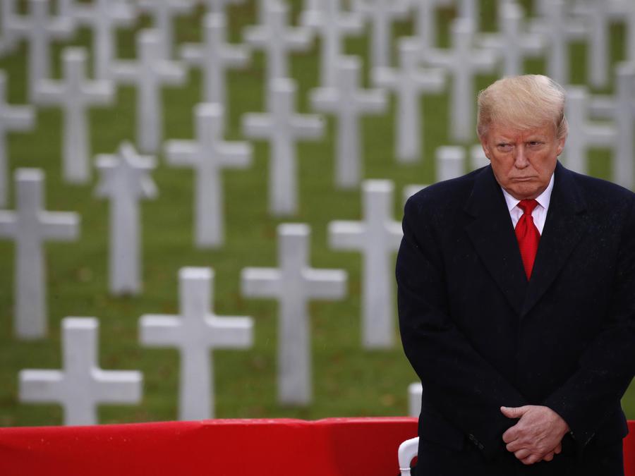 Trump, el domingo en el Cementerio Estadounidense de París.