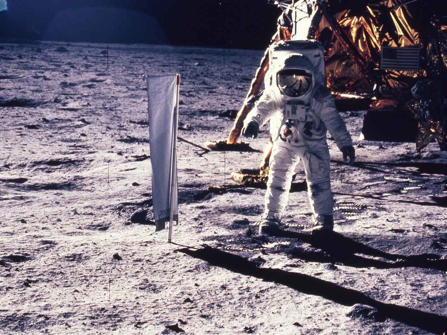 Neil Armstrong tomó esta foto de Buzz Aldrin, cuando se convirtieron en los primeros seres humanos en caminar por la superficie lunar, el 20 de julio de 1969