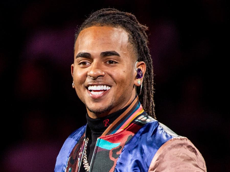 Ozuna performs live