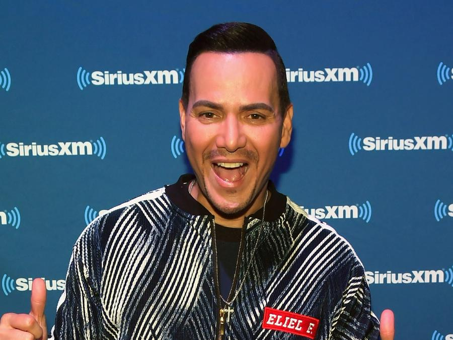 Victor Manuelle visits Sirius XM radio