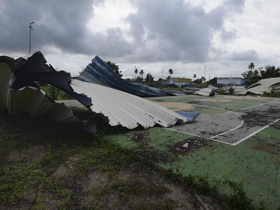 Una cancha de baloncesto sigue sin techo en Loaiza, Puerto Rico a un año del paso del huracán María