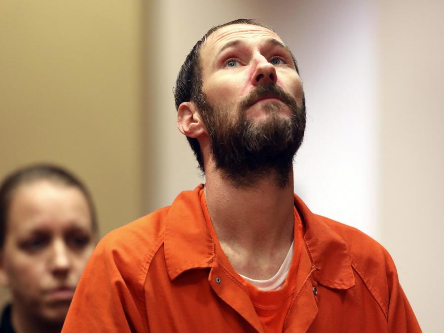 Fotografía de archivo de un hombre preso durante su audiencia en la corte