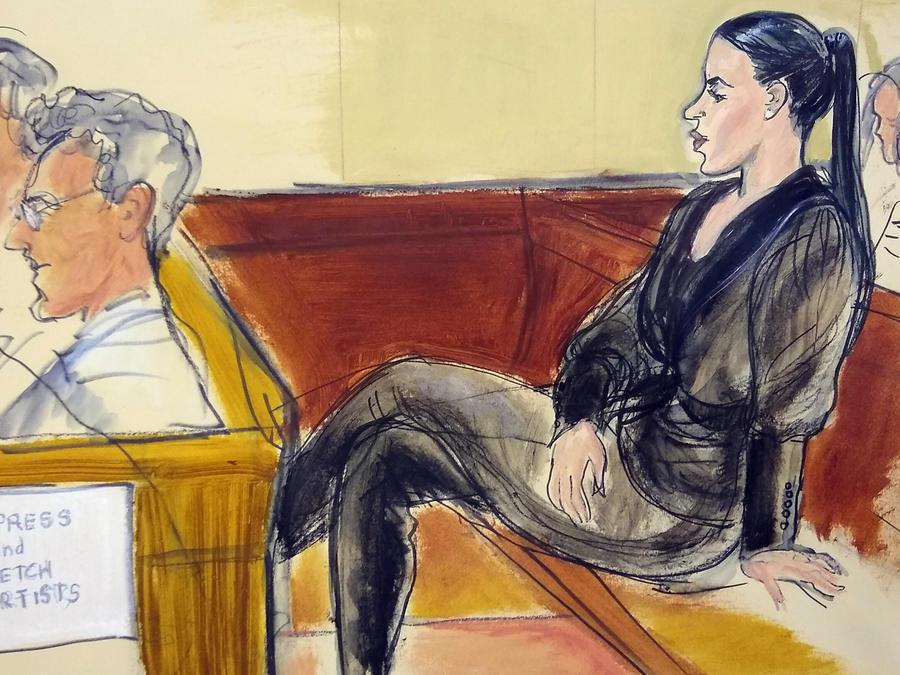 Emma Coronel, en un skecth dentro de la corte, en una de las audiencias en el juicio en contra de su esposo El Chapo