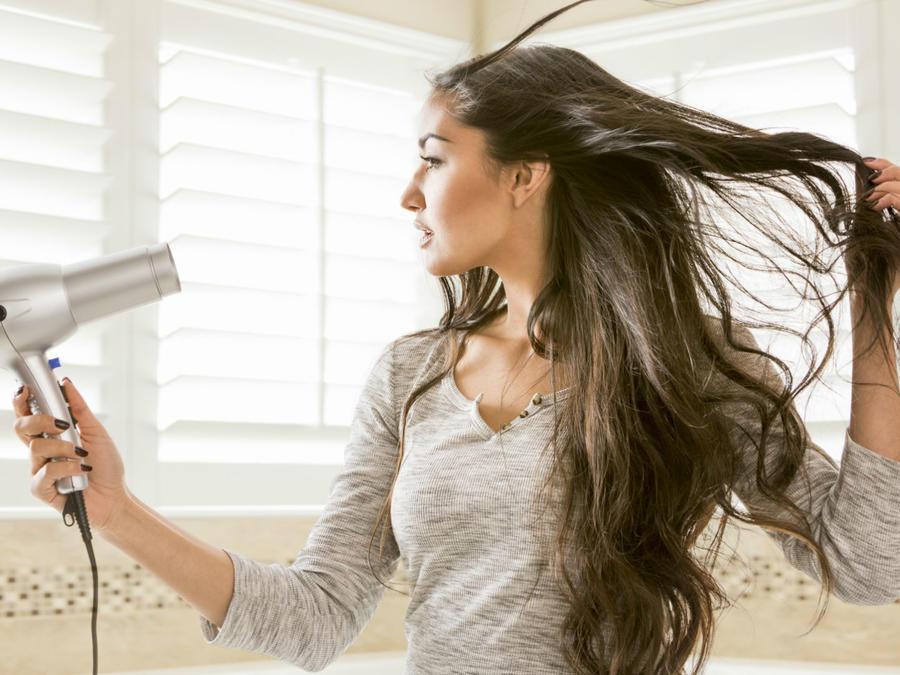 7 Usos Propiedades Y Beneficios Del Agua De Rosas Para Tu Rutina De