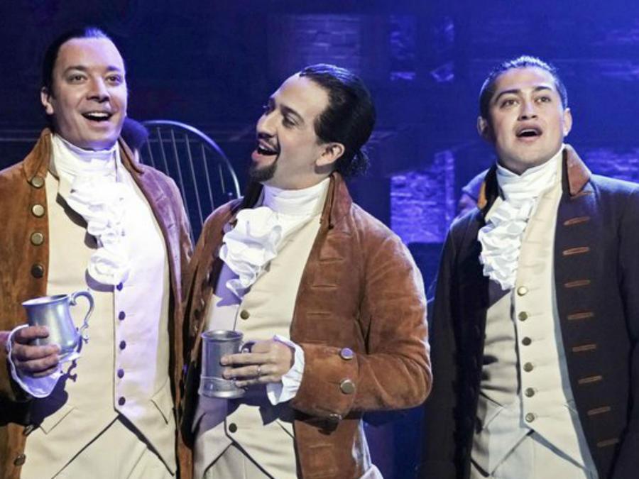 """Jimmy Fallon con Lin-Manuel Miranda en una escena de """"Hamilton"""" desde Puerto Rico"""