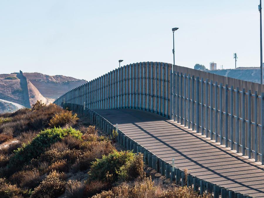 Muro en la frontera entre Estados Unidos y México