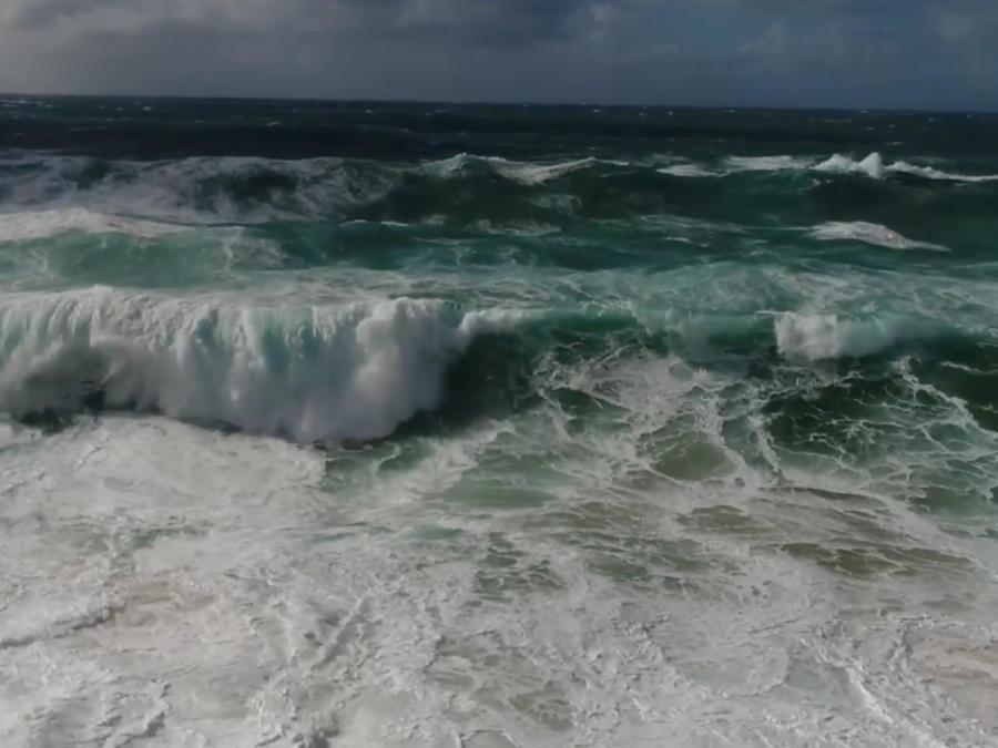 Oleaje en Hawaii por la tormenta.
