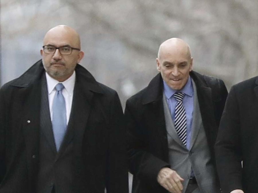 Los abogados de El Chapo salen de la corte en New York el 7 de febrero de 2019