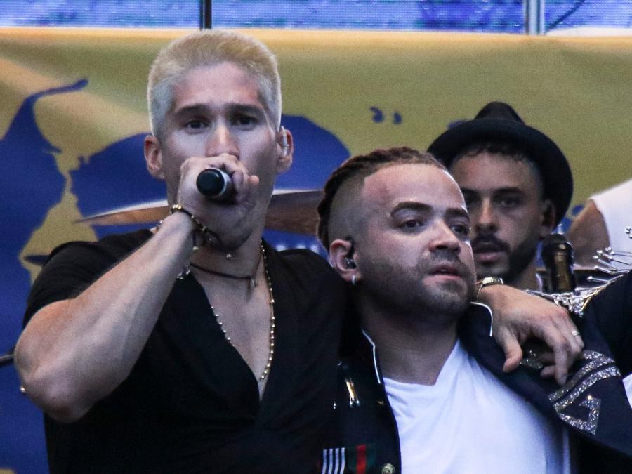 "Chino and Nacho reunite during the ""Venezuela Aid Live"" concert"