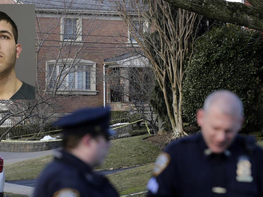 Escena del crimen el pasado jueves en Nueva York. A la izquierda, Anthony Comello.