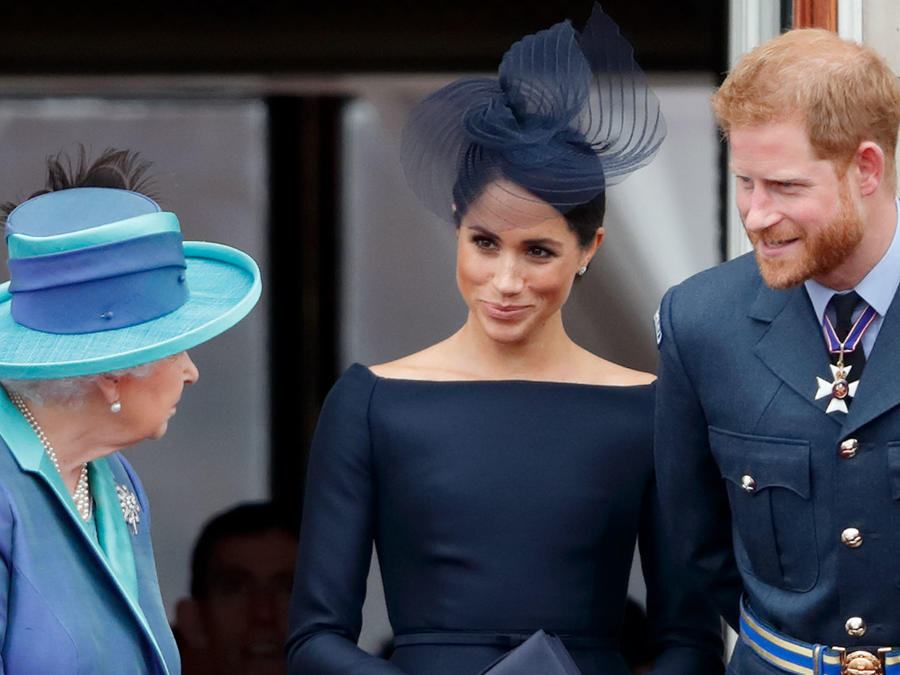 Reina Isabel y duques de Sussex