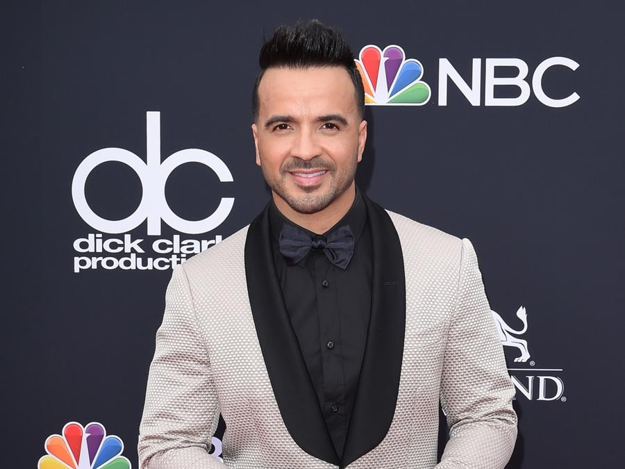Luis Fonsi announces new collaboration.