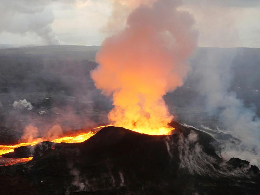 El volcán Kilauea en erupción en julio de 2018/AP
