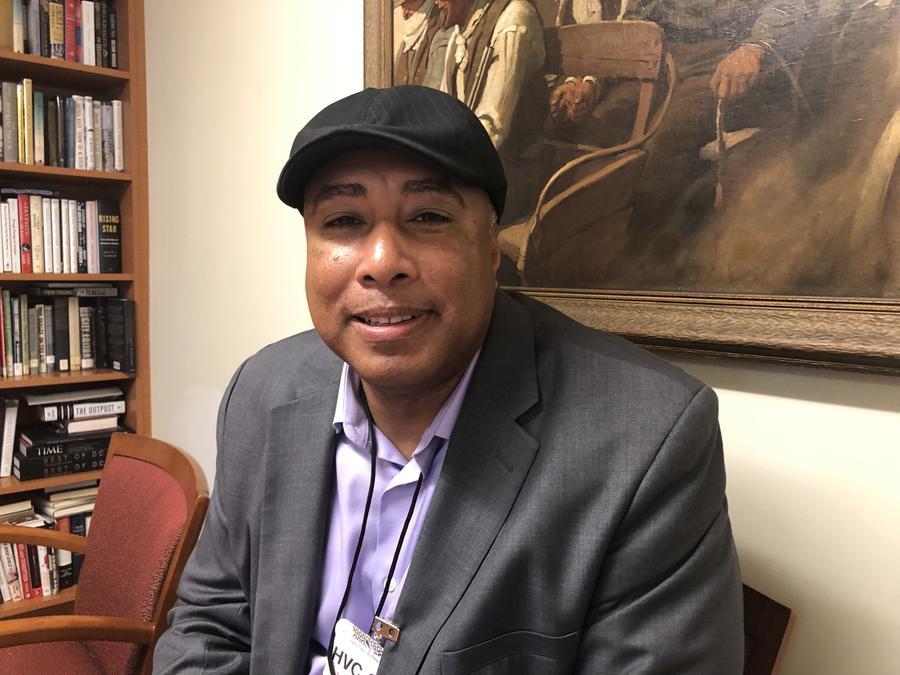 Bernie Williams promueve la instrucción musical en las escuelas públicas