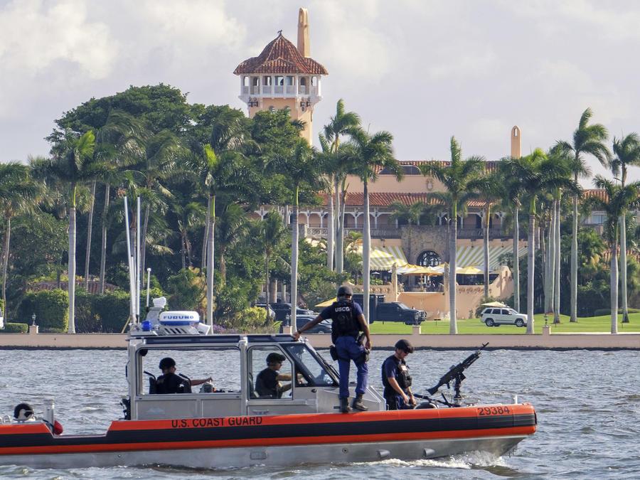 La Guardia Costera vigila el complejo de Mar-a-Lago el pasado 22 de noviembre.