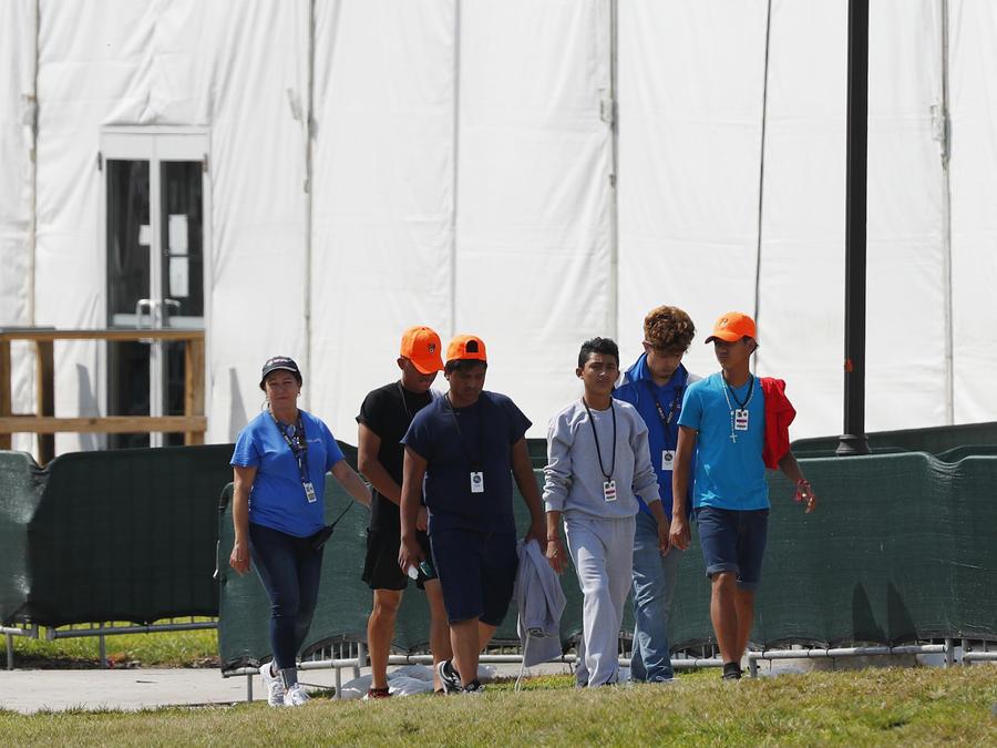 Menores migrantes en el centro de detención de Homestead el pasado 6 de mayo.