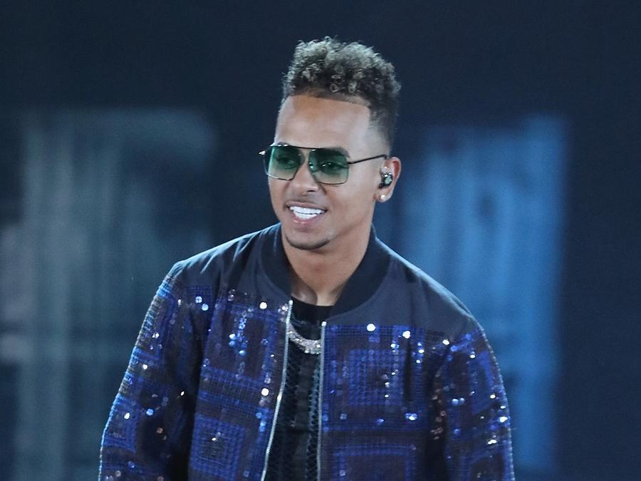 Ozuna wearing sunglasses and a jacket during Florida show