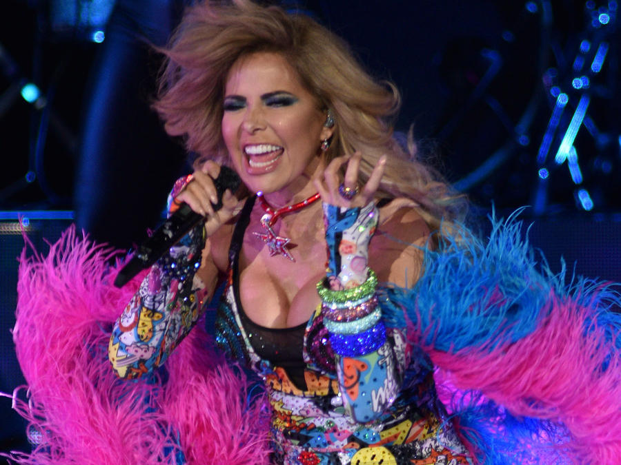 Gloria Trevi cantando en su VERSUS World Tour en Colorado en marzo de 2018