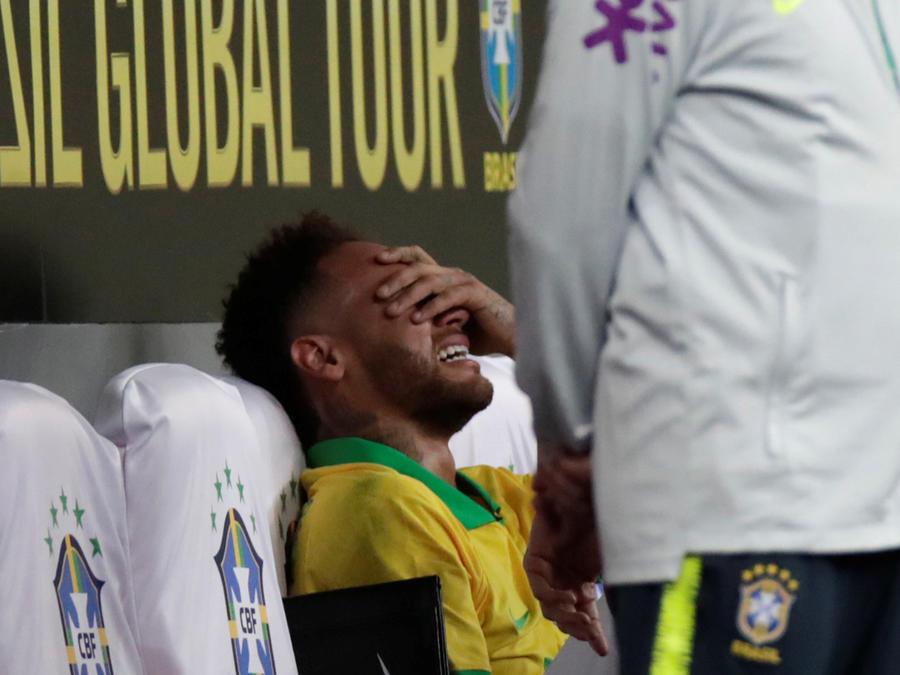 Neymar tras lesionarse en el amistoso ayer de cara a la Copa América