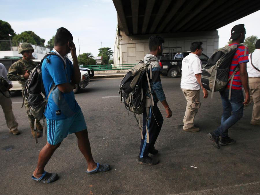 Centroamericanos ante la policía en territorio mexicano