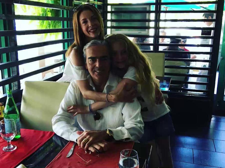 Edith González posando con esposo Lorenzo Lazo y su hija Constanza en Instagram en junio de 2016