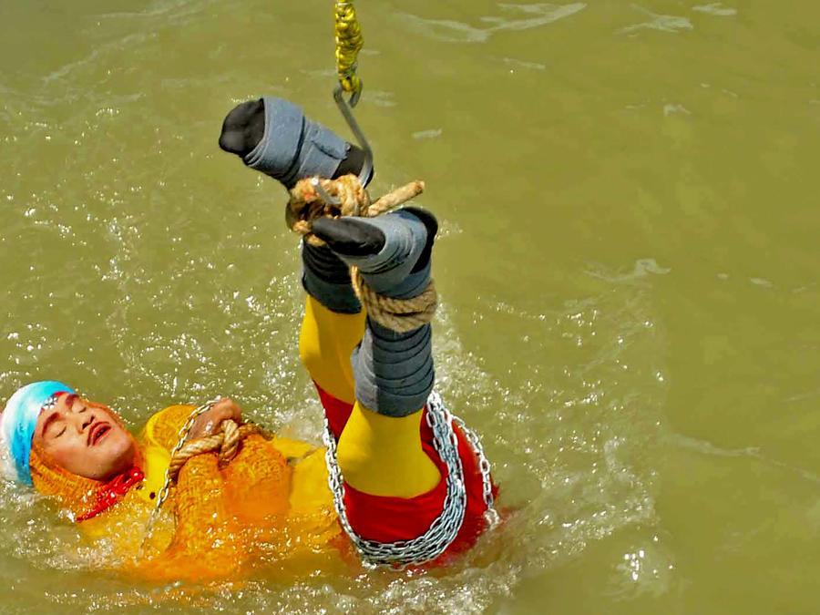 Chanchal Lahiri, mago indio, desaparece encadenado en el río Ganges